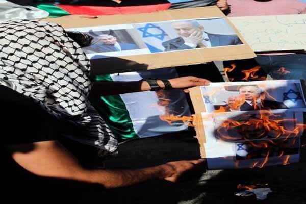 تصاویر نتانیاهو در الخلیل به آتش کشیده شد