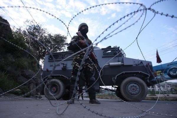 کشمیر میں دستی بم کے حملے میں 10 افراد زخمی