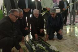 وزیر بهداشت به مقام شامخ شهدای استان سمنان ادای احترام کرد