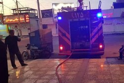 آتش سوزی در یک مجتمع تجاری مسکونی در بازار گناوه مهار شد