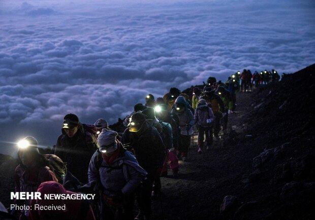 تماشای طلوع آفتاب بر فراز کوه فیجی