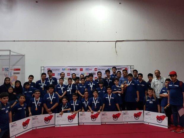 حضور دانش آموزان شیرازی در شانزدهمین مسابقات جهانی رباتیک
