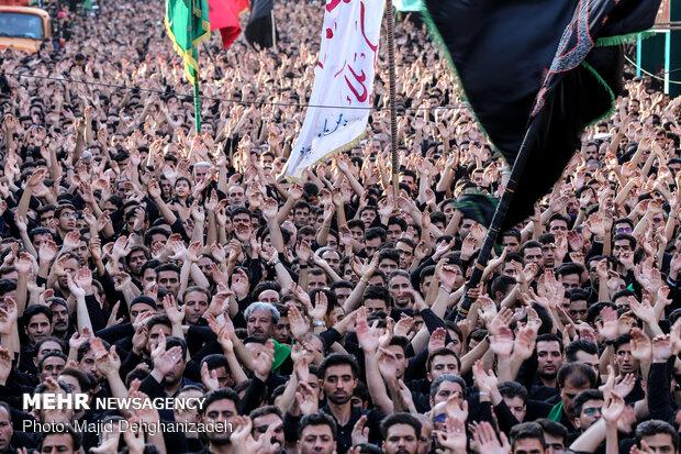 İran genelinde İmam Hüseyin (s.a) için matem merasimi