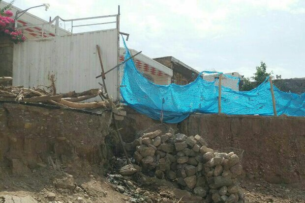 اهالی «تیمورآباد» همچنان راه ارتباطی ندارند/ خسارات سیل جبران نشد