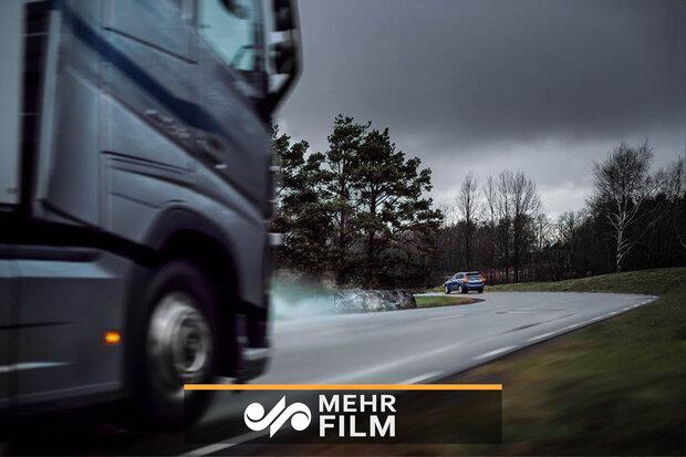 کامیونی که ۱کیلومتر ماشینی را هول داد!