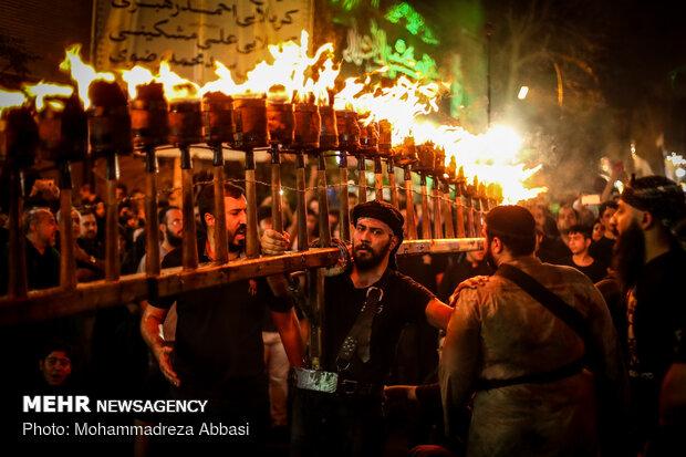 """اقامة العزاء الحسيني بطريقة """"المشاعل"""" على يد الجالية العراقية في طهران"""