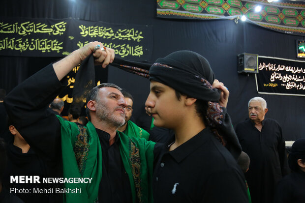 Iraqis residing in Qom hold torch carrying rituals