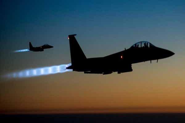 جزییاتی از حملات هوایی جنگندههای ناشناس به دیرالزور سوریه