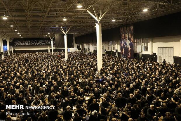 مراسم عزاداری شب عاشورای حسینی با حضور رهبر انقلاب