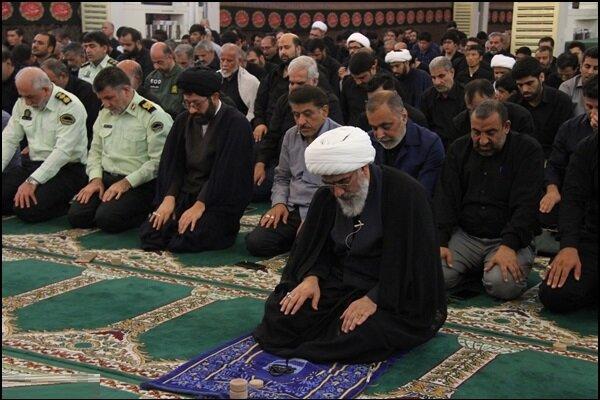 نماز باشکوه ظهر عاشورا در بوشهر برگزار شد