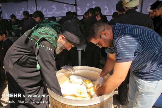 طبخ و توزیع ۷۲ دیگ غذای نذری در بجنورد