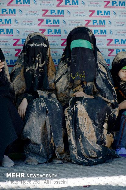 آیین «گِل مالی» مردم لرستان در عاشورای حسینی