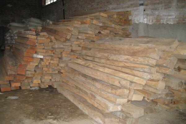 کشف ۲۰ تن چوب قاچاق در شهرستان بهار/ ۲ کامیون متوقف شد