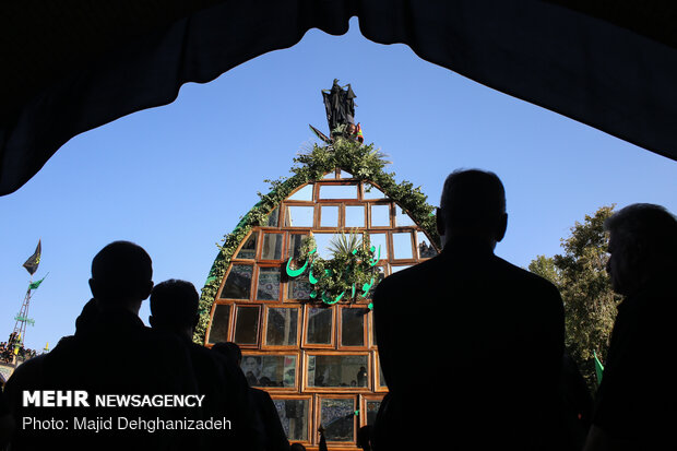 آیین نخل برداری روز عاشورای حسینی در مهریز