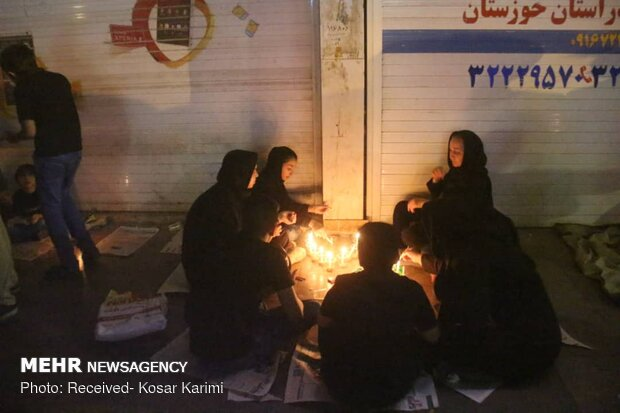 People of Ahvaz commemorate Sham-e-ghariban