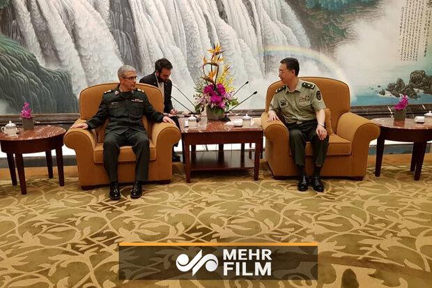 فیلمی از دیدار سرلشکر باقری با فرمانده نظامی منطقه شانگهای