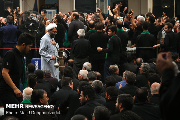 میزبانی و پذیرایی روحانیون یزدی از عزاداران مسجد ملا اسماعیل یزد