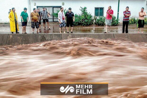 مکسیکو میں 17 سالہ لڑکی سیلاب میں گر گئی