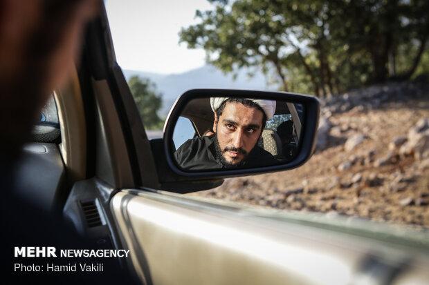 عبور از مناطق صعب العبور و دسترسی به روستاهای بخش چلو در استان خوزستان بسیار مشکل و زمانبر است.