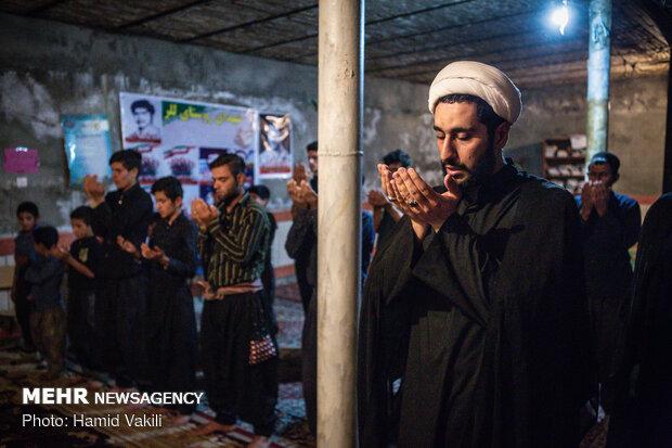 از ابتدای ماه محرم هر روز نماز جماعت در مسجد روستا برگزار می شود