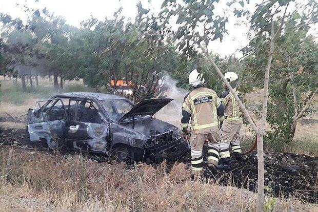 مهار آتشسوزی خودروی پراید در بزرگراه آزادگان