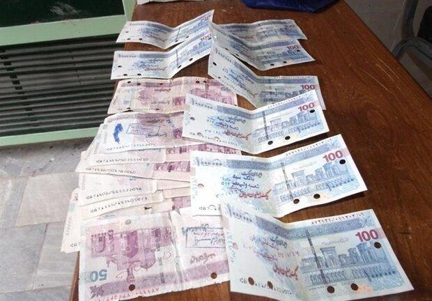 کشف البسه قاچاق در تویسرکان/ چک پول های تقلبی در نهاوند کشف شد