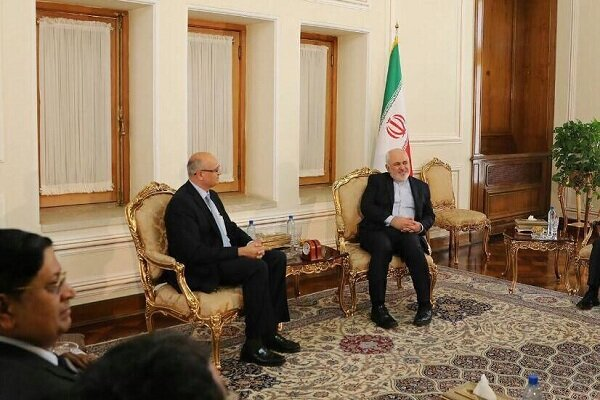 Zarif meets Indian foreign secretary