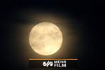 فیلمی جالب از رد شدن هواپیما در مقابل ماه کامل هنگام پرواز
