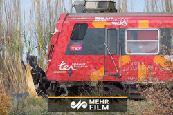 ٹرین اور بس کے درمیان خوفناک تصادم