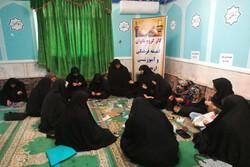 آماده سازی هدایا برای اهدا به میزبانان عراقی در قزوین