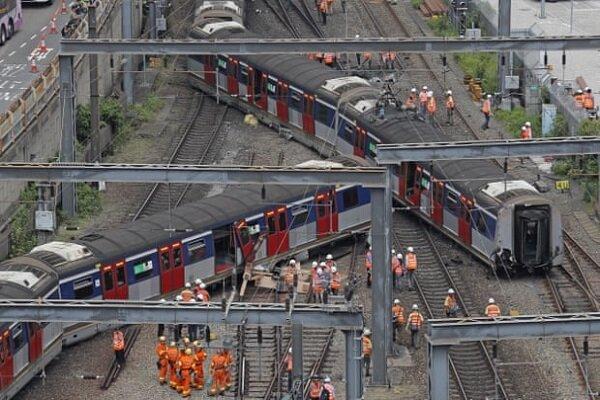VIDEO: Train derails during rush hour in Hong Kong