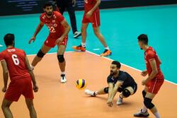 توقف ۱۰ دقیقهای در ست چهارم بازی ایران و کره جنوبی!