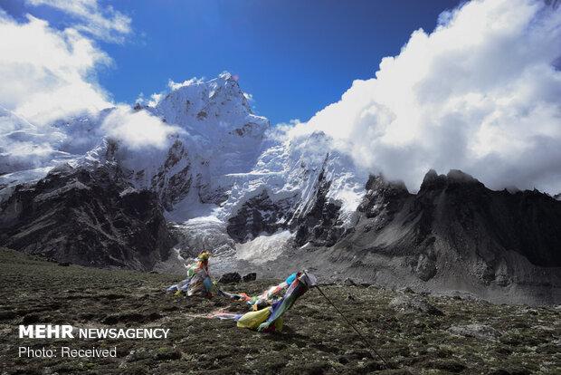Everest Dağları'ndaki buzlar erimeye başladı