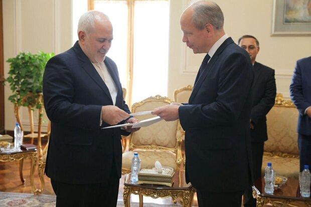 New Swedish envoy presents credentials to Zarif