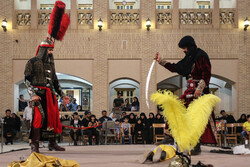 """یزد میں """" کاروان نور """" کے ہمراہ تعزیہ کا اجرا"""