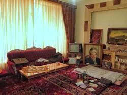 خانه ای که رنگ و بوی شعر و هنر دارد/ ساده اما باصفا