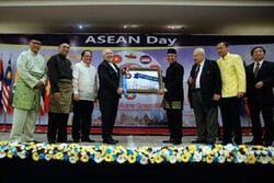 ASEAN to play more important role in region, world: Zarif