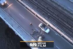 لحظة إلقاء القبض على احد الأفراد هدد بتفجير جسر في أوكرانيا