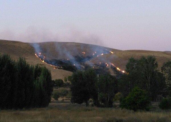آتش سوزی مراتع روستای شوردرق در شهرستان مرند