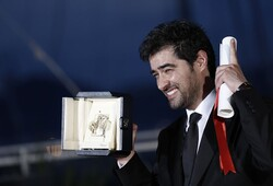 "Shahab Hosseini poses during a photocall after accepting the Palme d'Or for best actor for his role in ""The Salesman"" during the closing ceremony of the 69th Cannes Film Festival on May 22, 2016 in Ca"