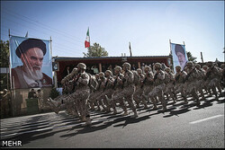 رژه نیروهای مسلح در قزوین آغاز شد