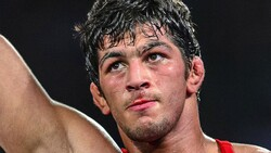 Hassan Yazdani wins gold in World Wrestling Championships
