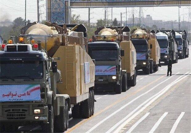 """استعراض صاروخ """"فكور"""" ودبّابة """"ذوالفقار"""" خلال العرض العسكري السنوي"""