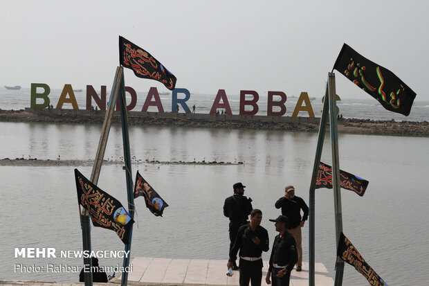 Massive military parade in Bandar Abbas