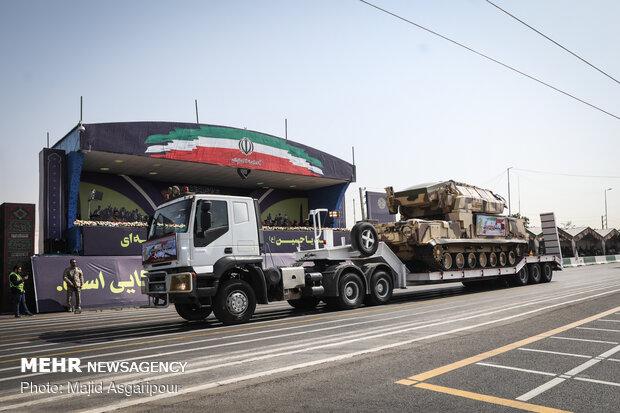 العرض العسكري للقوات المسلحة الايرانية في جنوب العاصمة طهران
