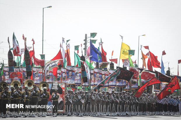 Tahran'daki askeri geçit töreninden kareler