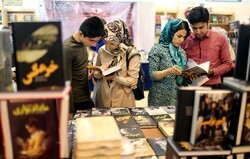 People visit the 31st Tehran International Book Fair at Imam Khomeini Mosalla on May 8, 2018. (IRNA/Fatemeh Behbudi)