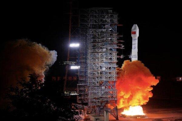 چین ۲ ماهواره به فضا فرستاد