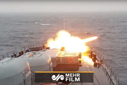 VIDEO: Russia's northern fleet conducts live firing drills in Barents Sea