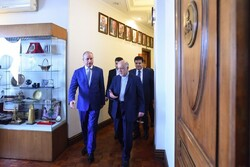 Syrian Minister of Petroleum and Mineral Resource Ali Suleiman Ghanem (L) met Iranian Oil Minister Bijan Namdar Zanganeh in Tehran on Tuesday.